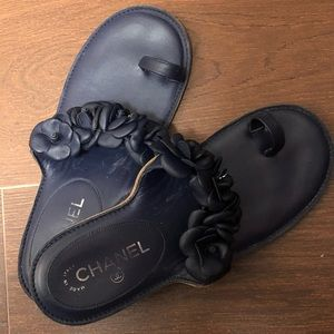 ♥️Chanel camellia sandals navy size 39 used nice